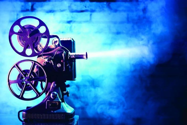 OLD_FILM_PROJECTOR_WITH_DRAMATIC_LIGHTING_21123935.jpg